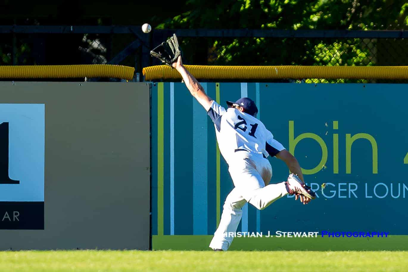 bd2ec31db5b761 Victoria center fielder Hunter Vansau would make a spectacular catch in the  third inning Saturday to take an extra base hit away from Walla Walla s  Nick ...